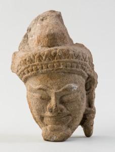 Tête sculptée rapportée d'Indochine par Etienne Aymonier, Musée Savoisien, Conseil départemental de la Savoie, cliché SolennePaul